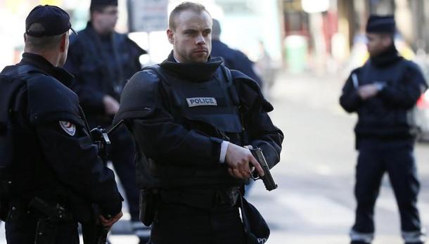 Parigi, blitz polizia per un jihadista