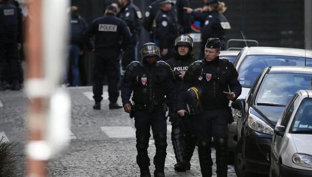 Parigi, catturato jihadista barricato