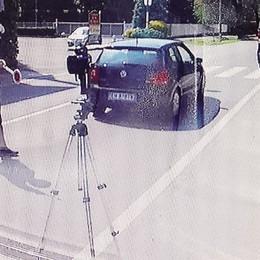 Va in moto a 126 all'ora  Ritiro della patente  e una multa di 800 euro