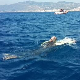 """I """"Giardinieri"""" non conoscono ostacoli  Lo stretto di Messina traversato a nuoto"""