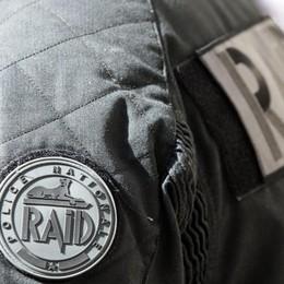 Uccisi 2 agenti a Parigi, Isis rivendica