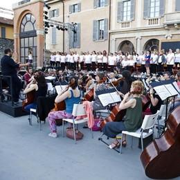 L'Elisir del teatro Sociale sa di amore  Arena, l'esordio della città della musica