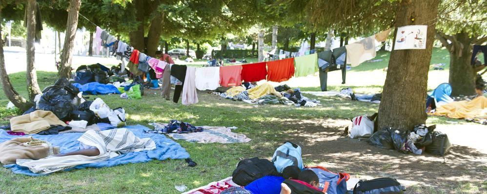Emergenza migranti. L'idea: ospitarli  alla caserma De Cristoforis