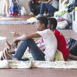 Vergogna migranti in stazione  Vertice dal prefetto deludente  «Nessuna decisione»