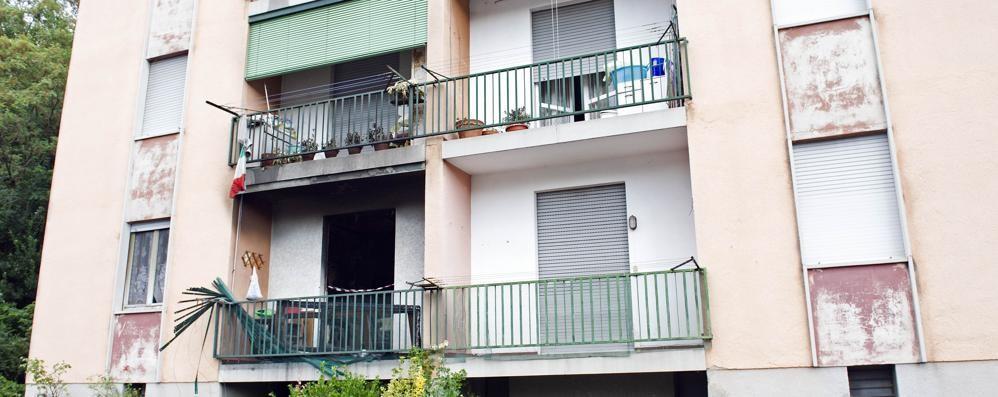 Donna morta nell'incendio  «Vicini di casa eroici ma non è bastato»