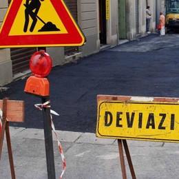 Asfalto su un tratto di via Cairoli  «Delimitiamo la zona pedonale»