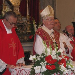 Il cardinale Scola   prega per i terremotati