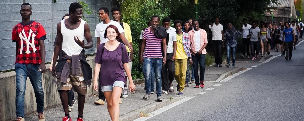Migranti scortati da Camerlata «Volevano bloccare la città»   GUARDA IL VIDEO