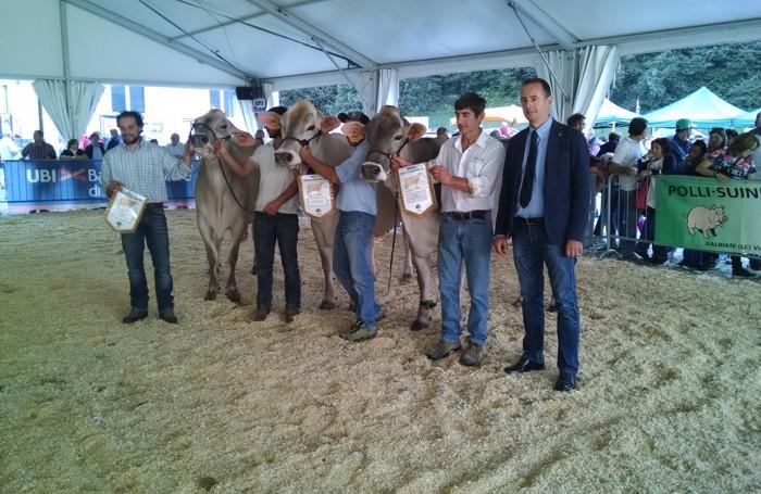 Il momento della premiazione alle Manifestazioni zootecniche valsassinesi organizzate a Pasturo