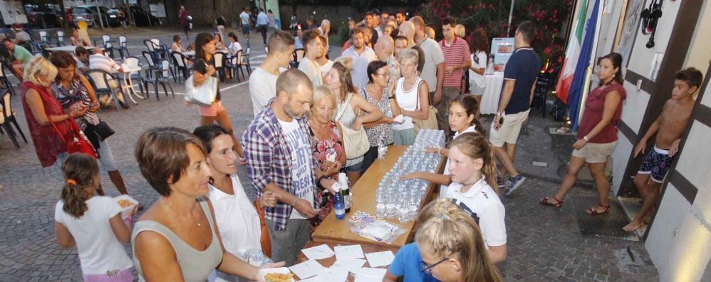 Centinaia in fila alla Canottieri  Piace l'amatriciana solidale