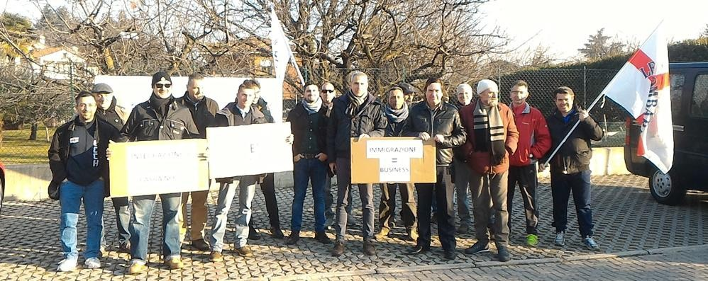 Presidio della Lega in via Crocefisso  «Vogliamo chiarezza sulle immigrate»
