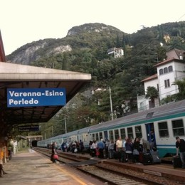 Varenna, fumo in galleria Treno per Milano in ritardo