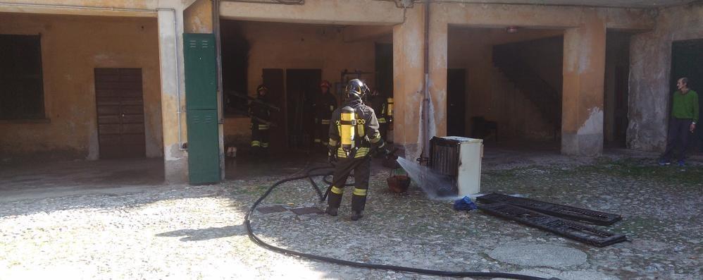 Due incendi e un tir in panne  Superlavoro per i vigili del fuoco