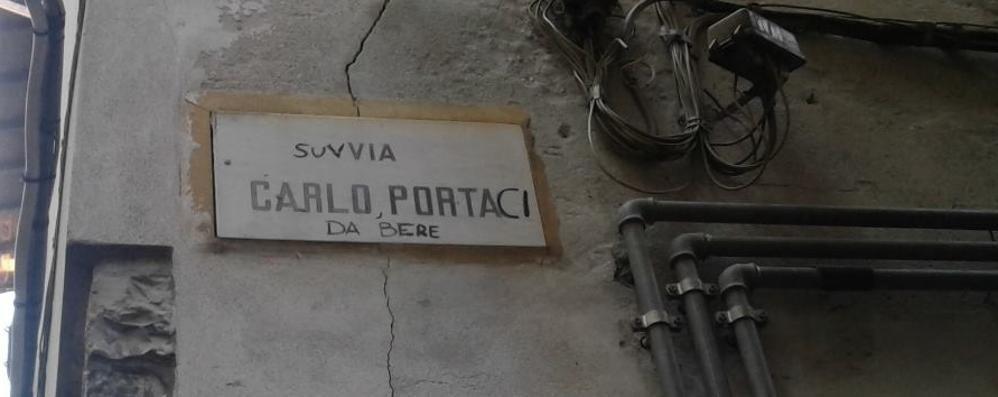 La storia dell'omaggio all'oste  sulla via intitolata a Carlo Porta