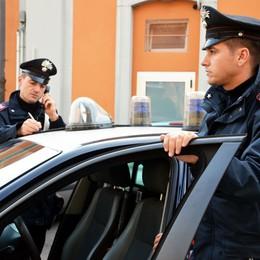 Giovane rapinato vicino alla stazione  Civate, preso a pugni per il telefonino