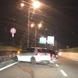 Incidente sul ponte Manzoni a Lecco  Ribaltamento di un'auto a Merate