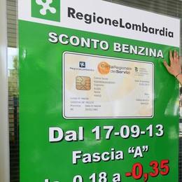 Benzina, stesse marche  in cinque città lombarde  Como sempre la più cara