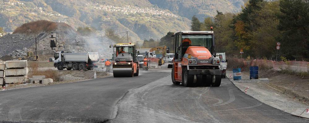 Lavori per lo svincolo, traffico a singhiozzo  lungo la statale 38