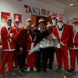 """Babbo Natale a """"La Nostra Famiglia""""  Portati doni per quaranta bambini"""