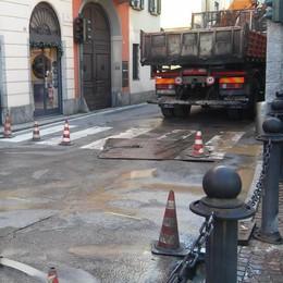 Le tubature sotterranee fanno acqua  E il centro paese rischia un lungo stop