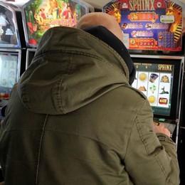 "Stretta su sale da gioco e slot machine  ""Mangiasoldi"" lontane dai bancomat"