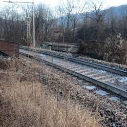 A Montagna tragedia sui binari  Indagini e treni fermi per ore