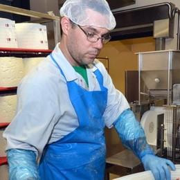 Lo stabilimento Mauri  mette i formaggi in vetrina