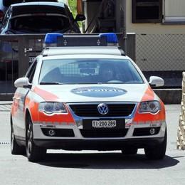 "Svizzera,  permessi falsi e tangenti  Un ""corvo"" lancia pesanti accuse"