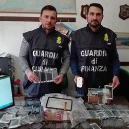 """Merce contraffatta via internet  Il """"cervello"""" in una villa di Garlate"""