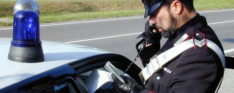 Telefona alla tv e minaccia di gettarsi  Salvato dai carabinieri di Asso