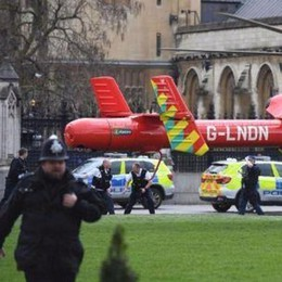 Londra, attacco terroristico  Tre morti e feriti, ucciso un assalitore