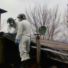 Annone, dopo l'incendio  Toldo: «Rischioso tenere tetti in amianto»