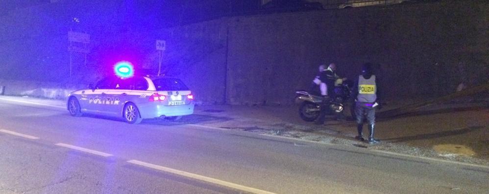 Motocicletta contro auto  Ferito un uomo di 43 anni
