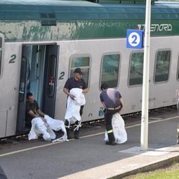 Piede bloccato mentre scendeva  Così è morto sul treno di Cucciago