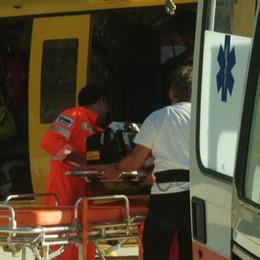 Cade dalla sua Ducati, motociclista grave sulla statale 39