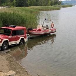 Allarme inquinamento a Pusiano  Quattro fusti industriali in fondo al lago