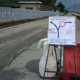 Il ponte di Stazzona chiuso, si fanno i controlli