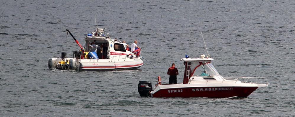 Segnalato il corpo di un sub  Sospese le ricerche tra Lecco e Pescate