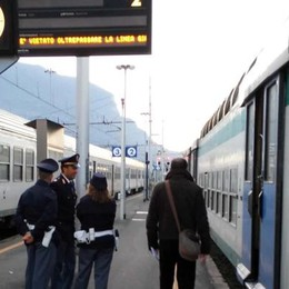 Palpeggia le donne sul treno  Un arresto sulla Milano-Lecco
