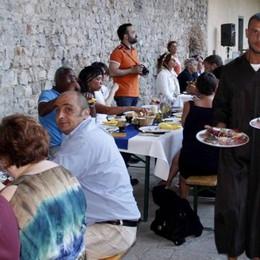 Monaco-cameriere per un giorno  Il bomber alla cena medievale