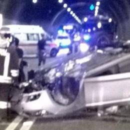 Incidente in galleria a Brienno  Donna illesa, traffico in tilt
