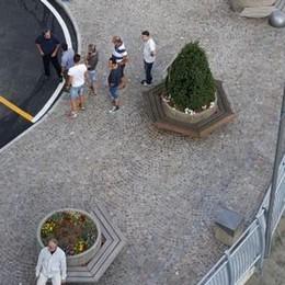 Premana piazza della chiesa ai pedoni  con le auto sottoterra