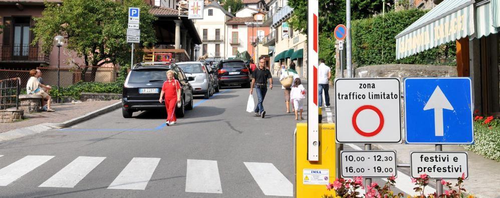 Ambulanza fermata dalla sbarra  E a Barzio monta la polemica