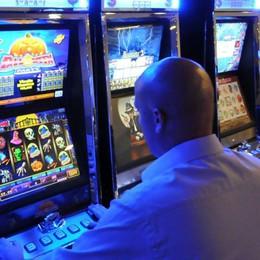 Il gioco d'azzardo fa male anche ai bar  Ventimila euro di sanzioni ai titolari