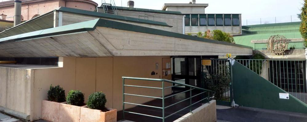 «Scuole e Casa delle associazioni  Troppi edifici a rischio amianto»