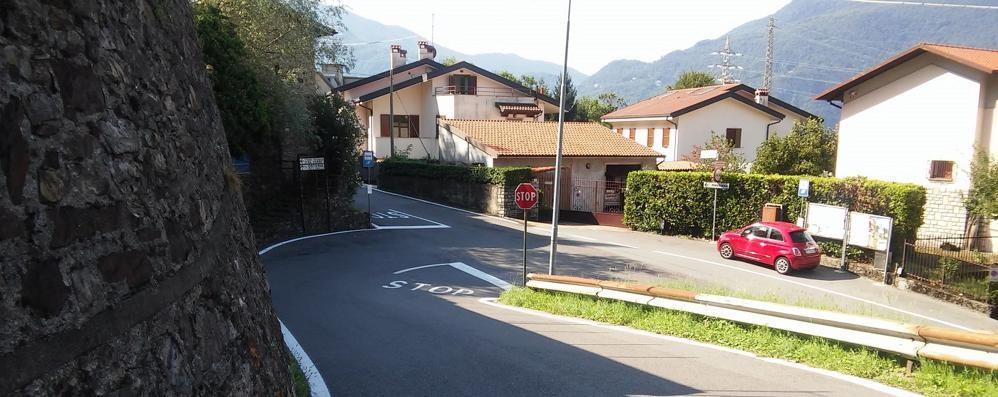 Via per Maggiana a Mandello  Addio agli stop, arriva la rotatoria