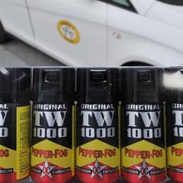 Entra in trattoria e spruzza lo spray  Paura tra i clienti ma nessun danno