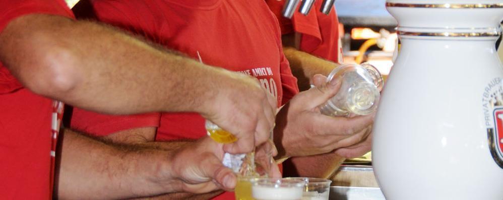Il Comune sostiene la festa della birra  Polemica: si diffonde l'alcol tra i giovani