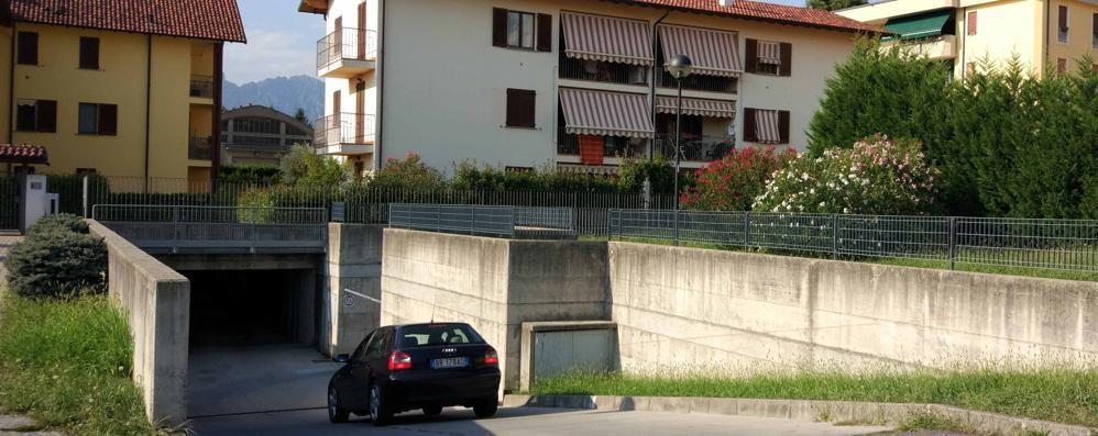 Raid vandalico all'autosilo di Oggiono  Estintori svuotati, danni all'antincendio