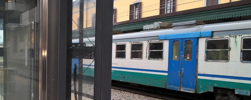 Guasto alle porte e il treno è costretto a fermarsi